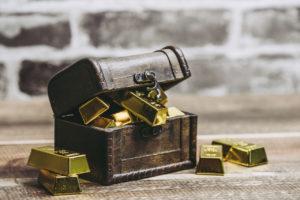 宝箱からあふれ出る金塊